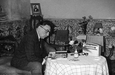Dāvud Pirniā in his private office in Moshir al-Dawla's House in Lālehzār-e naw, Tehran